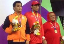 Hendy Wirawan (tengah) meraih medali emas cabang olahraga catur Asian Para Games 2018, di GOR Cempaka Putih, Jakarta, Rabu (10/10). (INAPGOC)