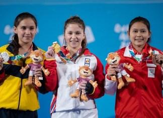 Lifter muda Nur Vinatasari (kanan) meraih medali perunggu dengan total angkatan 162 kg (snatch 72 kg dan clean and jerk 90 kg), di ajang Olimpiade Remaja, di Argentina. (Youth Olympic Games Argentina 2018)