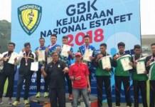 Tim estafet 4x400 meter U-20 kontingen Jawa Barat (biru), sukses meraih gelar juara, pada Kejurnas Estafet 2018, di Stadion Madya, Kompleks Gelora Bung Karno (GBK), Senayan, Jakarta, pada Minggu (9/12). (istimewa)