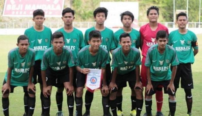 Skuat Badung Ragunan (Bara) FC akhirnya menjuarai Bali International Football Championship (IFC) U-15 2018 Piala Menpora, yang diikuti 12 tim dari sembilan negara. Di partai final melawan Timnas Pelajar U-15, pada Sabtu (8/12), mereka unggul 5-4 (6-5) dalam adu tendangan penalti, setelah di waktu normal kedudukan berahkir sama kuat 1-1. (Kemenpora)