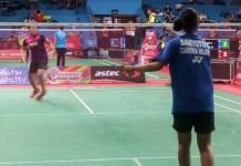 Pebulutangkis tunggal remaja putri dari tim Daihatsu Candra Wijaya, Gracia Ruth Tri Kusumastuti Sanyoto (kaos biru) melaju ke final Astec Open Badminton Championship 2018. Ia menang atas Alivia Nadifah Salma (Mutiara Cardinal Bandung), rubber game, 21-14, 17-21, 22-20, di GOR Soemantri Brodjonegoro, Kuningan, Jakarta Selatan, Jumat (7/12). (Adt/NYSN)