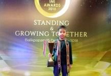 Calvin Wibowo (9 th) kembali menerima penganugerahan IMI Award 2018, di Hotel Grand Jatra, Balikpapan, Kalimantan Timur, Sabtu (15/12). Calvin meraih kemenangan tiga kali berturut-turut anugerah IMI Award, sebagai juara nasional gokart kelas cadet. (tribunnews.com)
