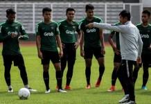 Pelatih Timnas U-22, Indra Sjafri, sudah memulangkan tiga pemain pada akhir pekan pertama, pemusatan latihan Timnas U-22. Indra juga mengungkapkan bila hasil seleksi tahap pertama Timnas U-22, akan diumumkan pada Sabtu (12/1) malam. (tirto.id)