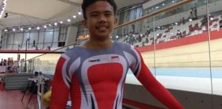 Atlet balap sepeda junior putra Indonesia yang masih berusia 17 tahun, Angga Dwi Wahyu Prahesta, meraih medali emas pada nomor scratch junior putra, dalam Kejuaraan Asian Track Championship 2019, di Jakarta International Velodrome (JIV), Rawamangun, Jakarta, Kamis (10/1). (suara.com)