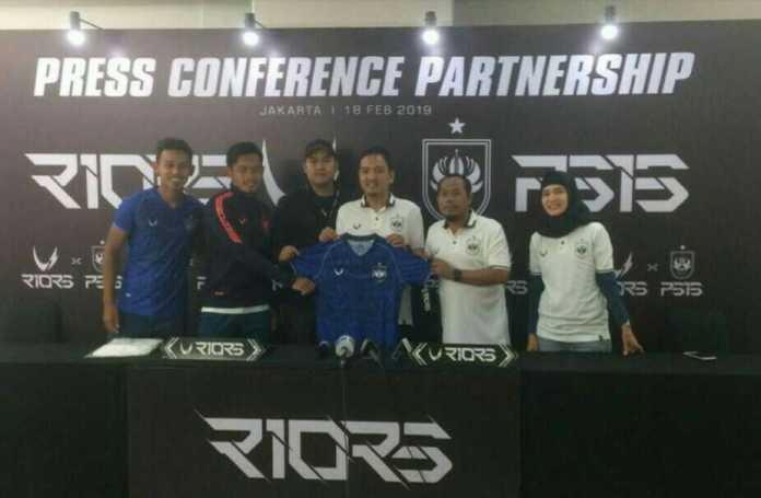 Perusahaan apparel asli Indonesia, Riors meluncurkan jersey anyar PSIS Semarang. Yudhi Setiawie mengatakan design jersey tersebut menonjolkan kearifan lokal Kota Semarang. (Adt/NYSN)