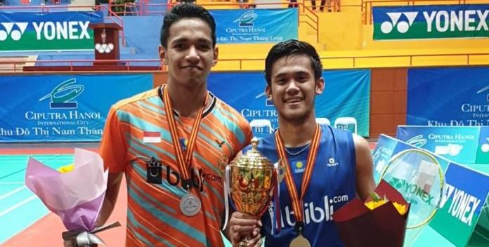 Tunggal putra Firman Abdul Kholik (kanan) berhasil meraih gelar di Vietnam International Challenge 2019. (PBSI)