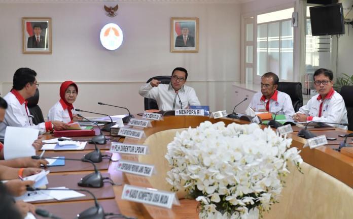 Menpora Imam Nahrawi ketika menerima laporan persiapan ASG 2019 dari jajaran Deputi Bidang Peningkatan Prestasi Olahraga Kemenpora. (Kemenpora)