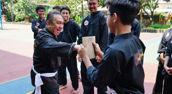 Augie berlatih bersama Alif serta tim silat SMAN 31 Jakarta 1