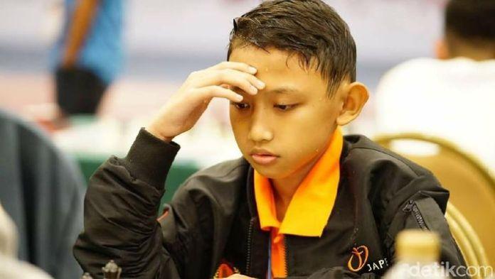 Nayaka Budhi Dharma (12), pelajar yang meraih medali emas di bangkok pada ajang Eastern Asia Youth Chess Championship 2019. Foto : Detik