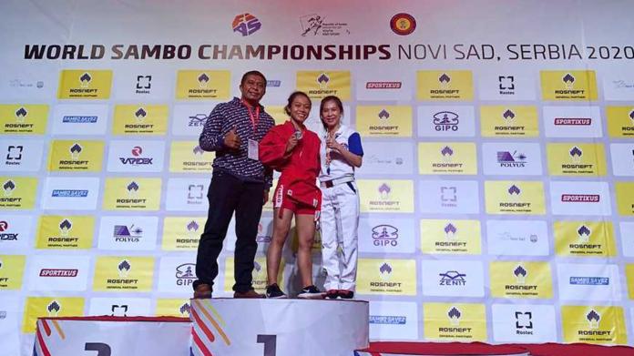 Atlet Desiana Safitri menyabet medali perak di Kejuaraan Dunia Sambo Remaja & Junior 2020 yang berlangsung 4-9 November lalu di Novi Sad, Serbia. (Foto: istimewa)