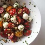 caprese salad with board dressing | www.nyssaskitchen.com
