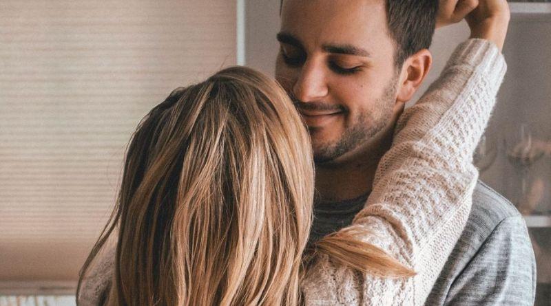 Erotikbloggen om højdeforskel: Høje kvinder kysser helst på høje mænd
