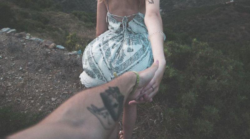 Iza om sex i det fri: Jeg glæder mig til sommerkjole og bundløse trusser