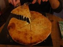 Khachapuri con mucho queso