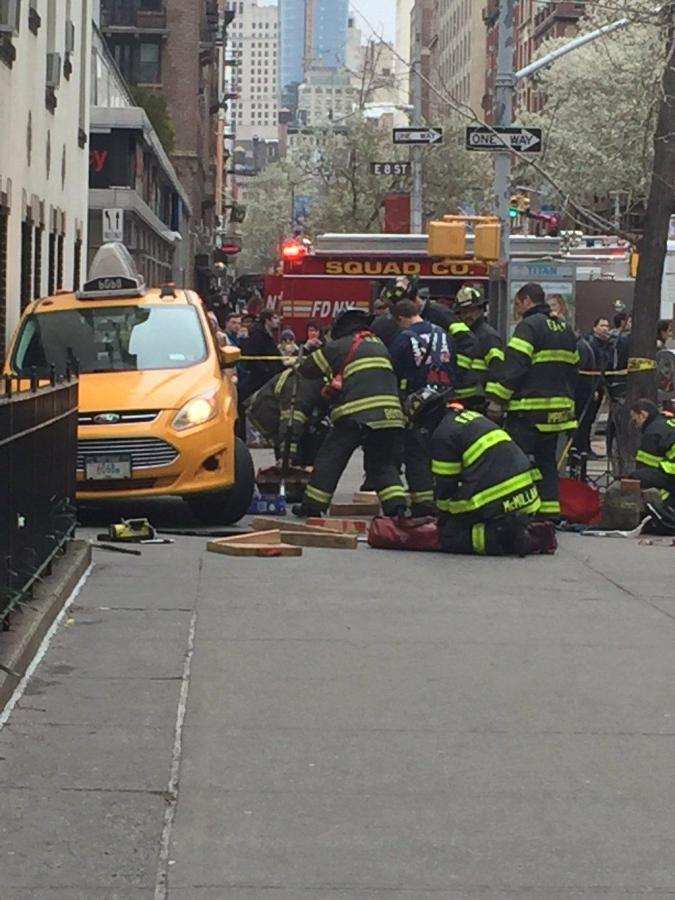 The taxi ran up onto the sidewalk due to brake failure, pinning a woman against the wall.