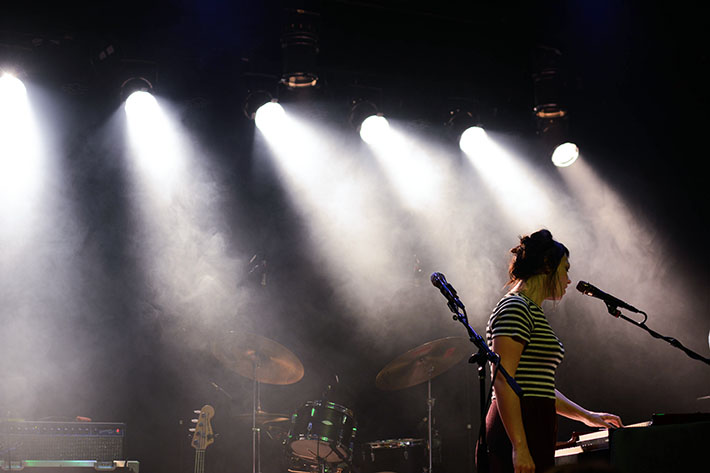 Angel Olsen took to Warsaw this past Sunday, where she performed an array of her hit songs.