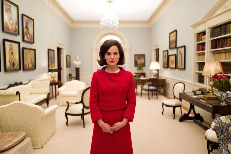 Natalie+Portman+portrays+First+Lady+Jackie+Kennedy%2C+in+Jackie.