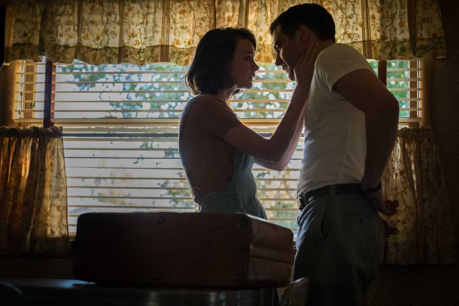 Carey Mulligan as Jeanette Brinson, and Jake Gyllenhaal as Jerry Brinson in Paul Dano's WILDLIFE. (Courtesy of IFC Films)
