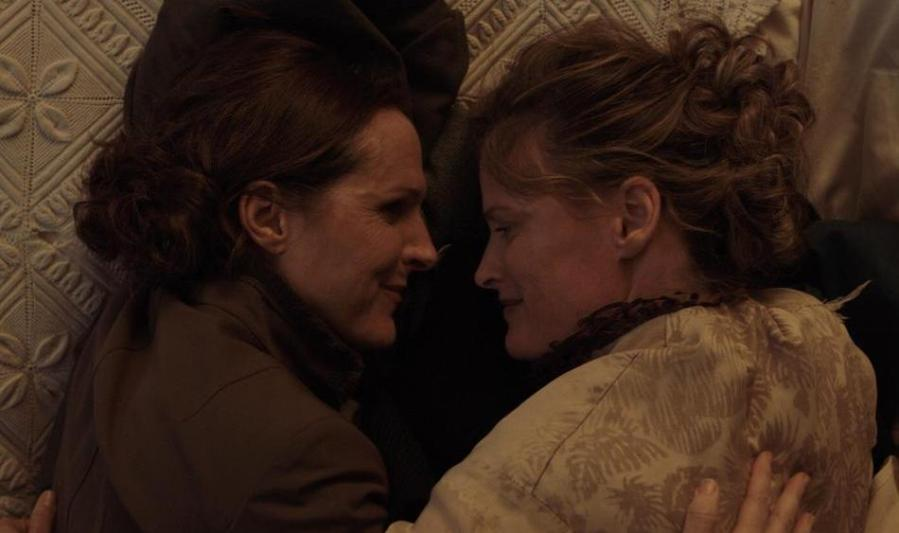 Molly+Shannon+and+Susan+Ziegler+in+%22Wild+Nights+with+Emily.%22+The+new+biographical+comedy-drama+depicts+the+love+affair+between+poet+Emily+Dickinson+and+her+sister-in-law+and+muse+Susan+Huntington+Dickinson+with+warmth+and+humor.+%28via+P2+Films%29