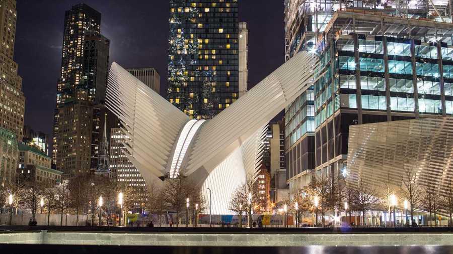 The facade of the Oculus. (via Wikimedia)