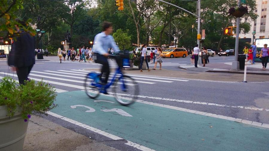 The New York city council passed a bill to improve bike safety after the 26th bicyclist was killed this year. (Via Flickr)