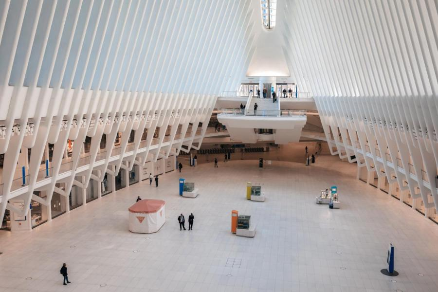 The Oculus, which draws in many viewers per day, is now a sterile-looking ghost town. (Photo by Aleksandra Pankratova)