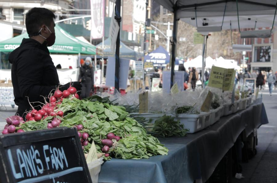 The Union Square farmer's market is a familiar event to many in the NYU area. Local farmers are facing a lot of trouble in the COVID-19 pandemic. (Photo by George Papazov)