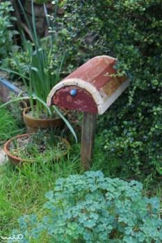 Another cute hobbit mailbox