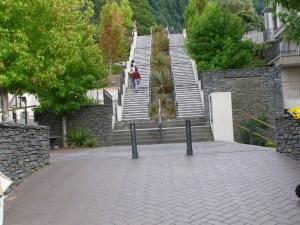 クイーンズタウン町からゴンドラへの階段
