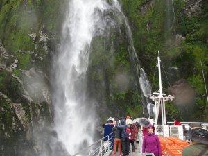 3/21ミルフォードサウンド雨のスターリングの滝