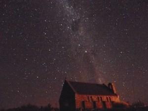 テカポの教会と2月AM0030の星空