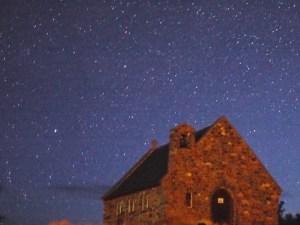 テカポ8月16日早朝良き羊飼いの教会と昴が写っているだろう