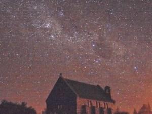 テカポの良き羊飼いの教会と星空