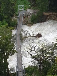 2月7日ルートバーン大洪水の時の吊り橋