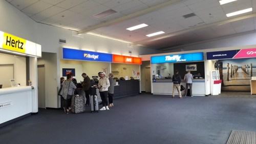 ダニーデン空港のレンタカー会社カウンター