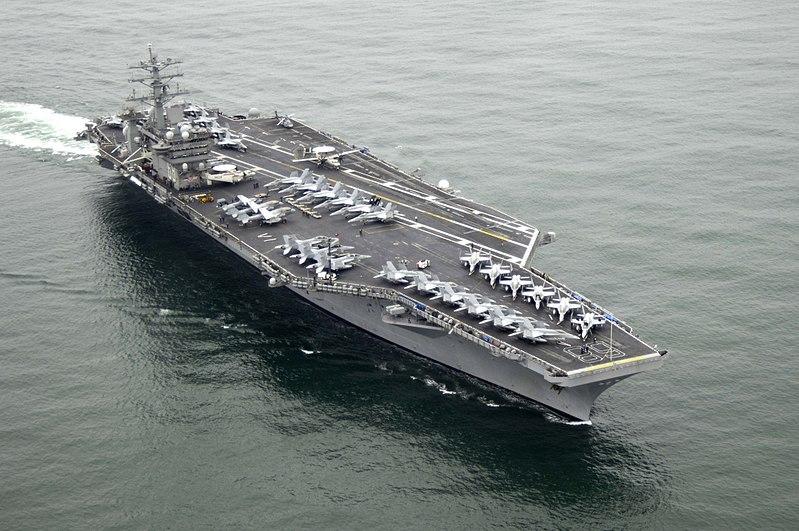 Un porte-avions et des navires de guerre américains entrent dans la région du golfe Persique