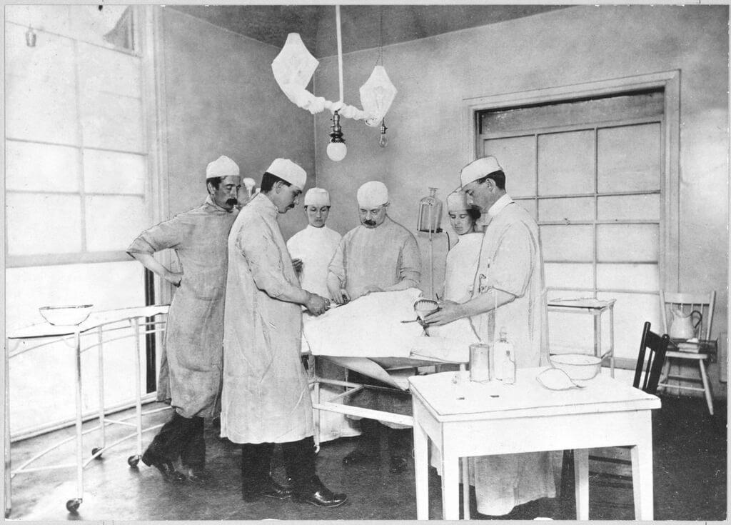 「美容整形」「形成外科」の治療を始めて行ったのはニュージーランド人