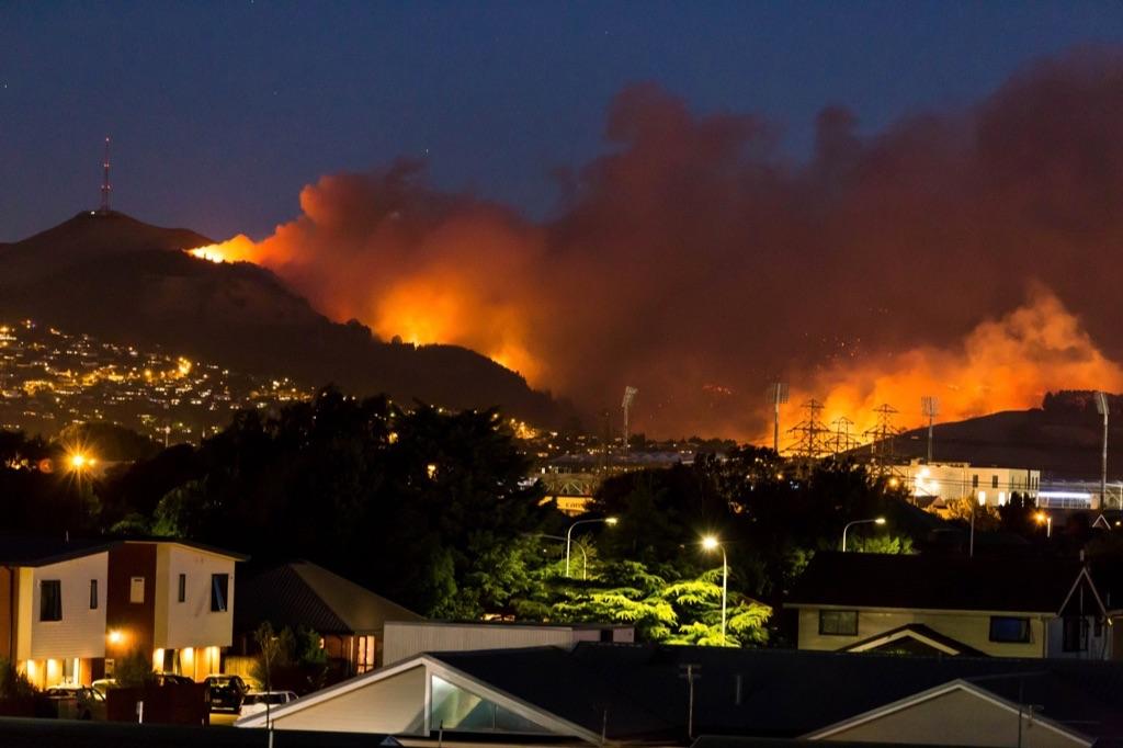 数日前よりクライストチャーチ南部で大規模な山火事が発生中