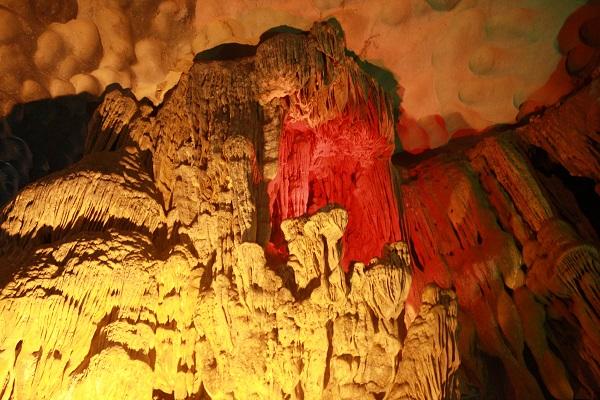 amazing cave halong bay