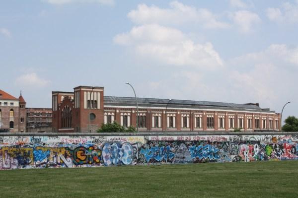 graffiti murals berlin