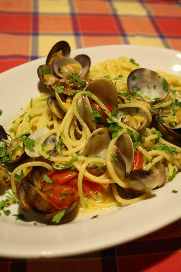 spaghetti with clams, naples