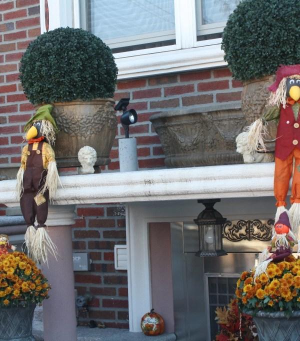 new york astoria halloween yard