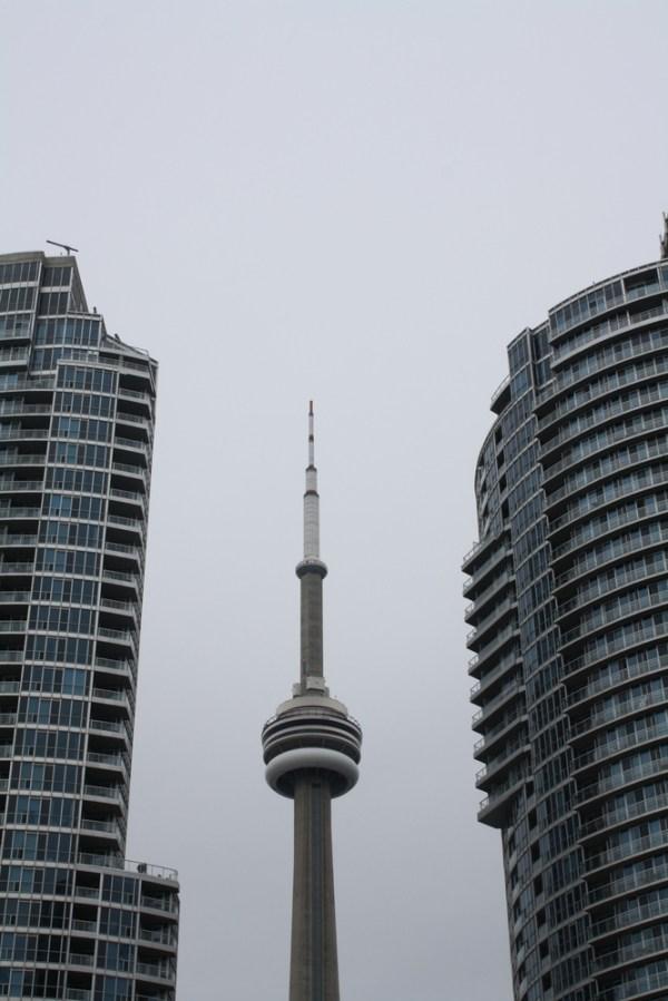 toronto cn tower between buildings nzmuse