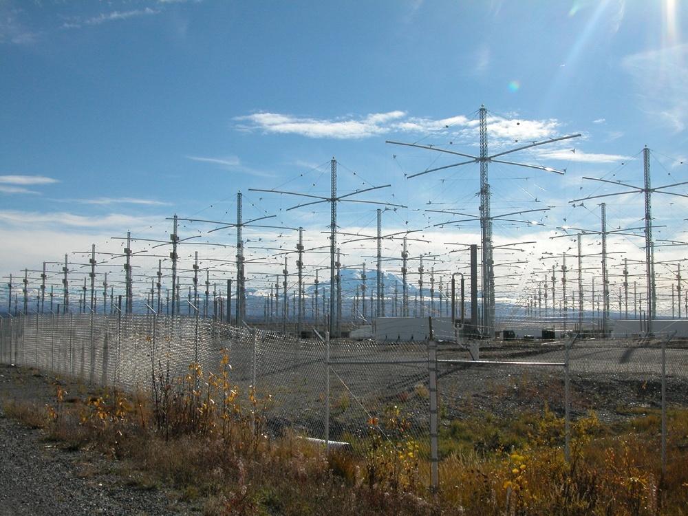 Слика 1. High Frequency Active Auroral Research Program (HAARP). Авторски права за сликата: Michael Kleiman, USAF, слободно користење, јавен домен.