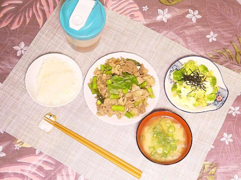 今日の夕ごはん 豚肉とおつとめ品アスパラガスのカレー炒め 19/10/30