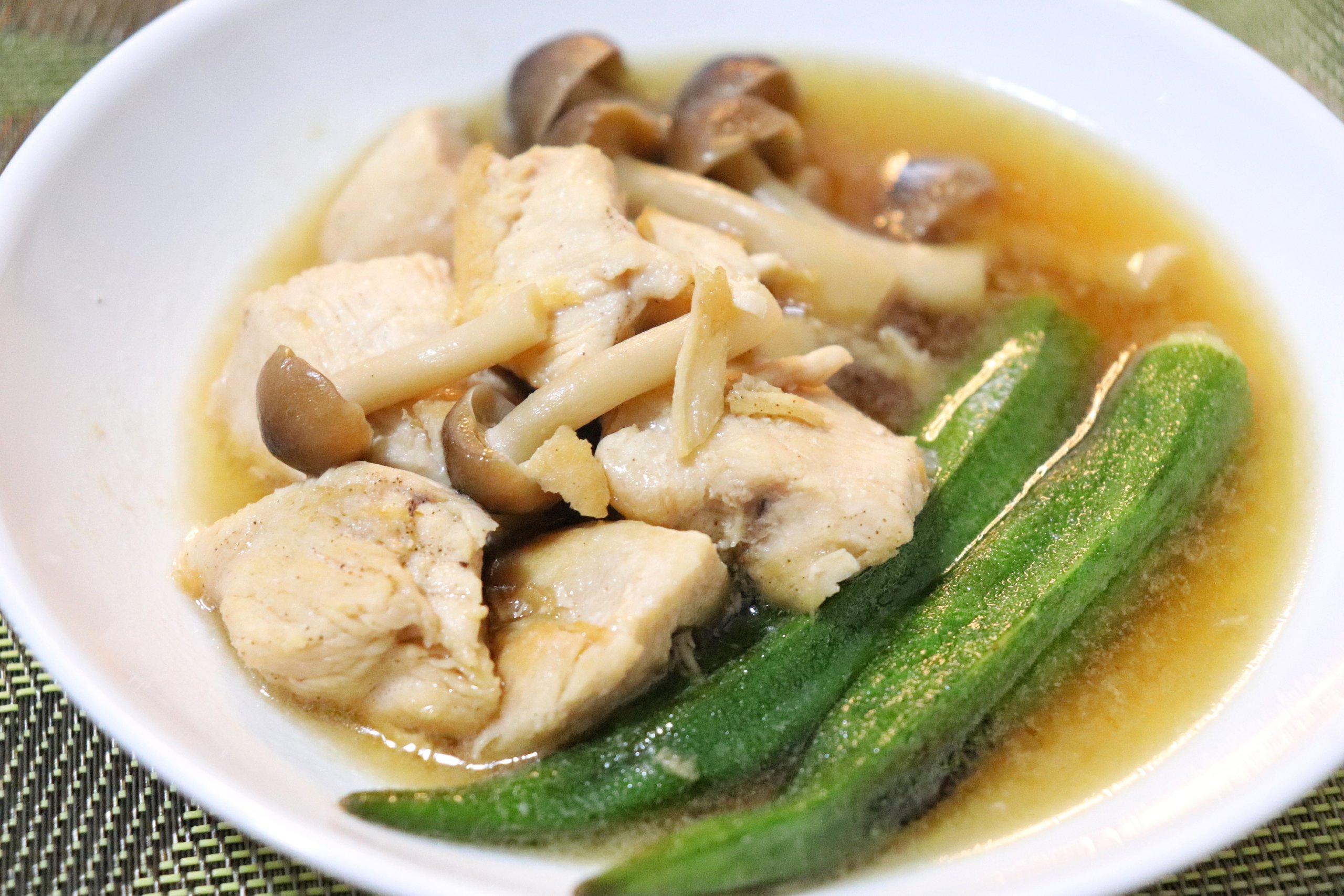 鶏胸肉とオクラのめんつゆ煮