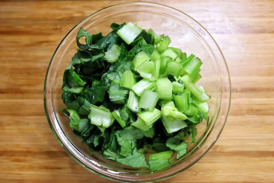 小松菜は1cm幅に切る