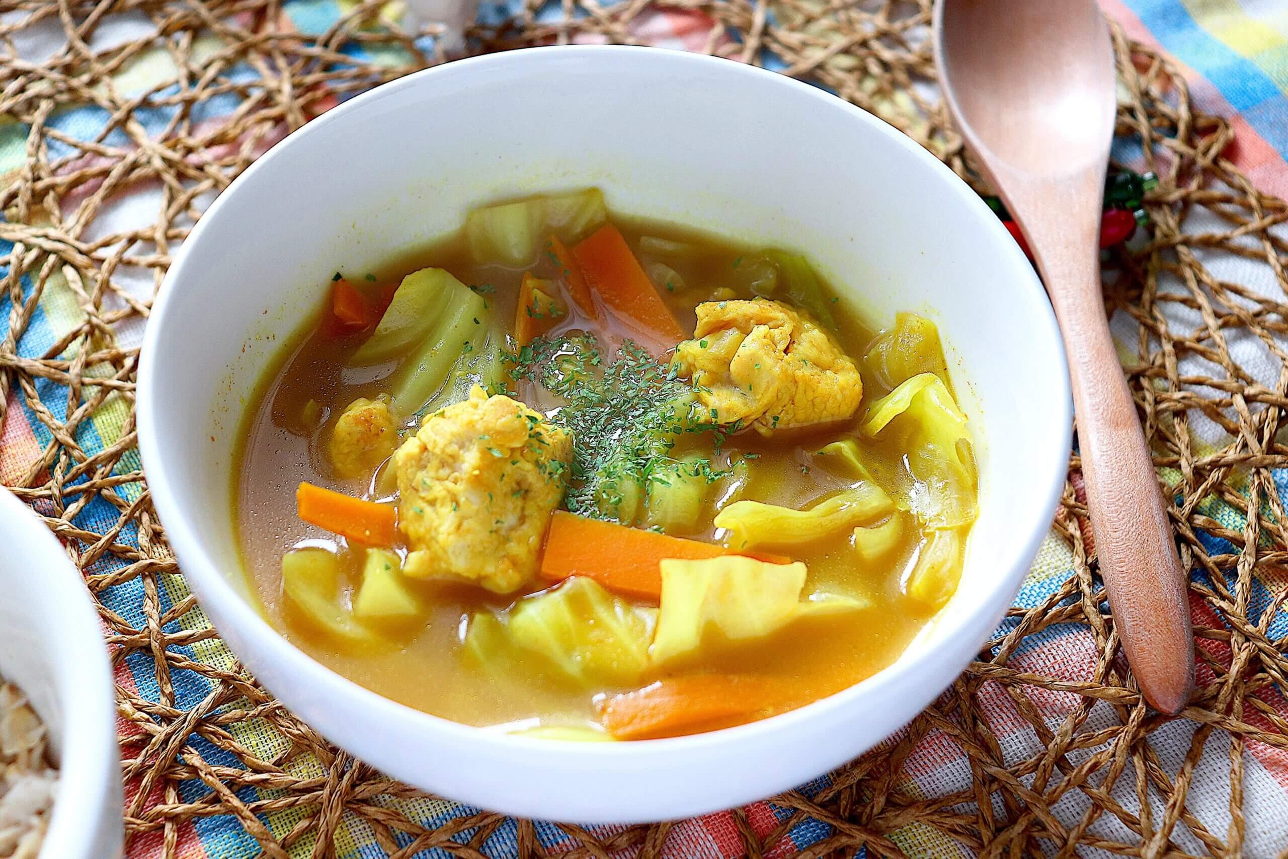 鶏胸肉とキャベツのカレースープ