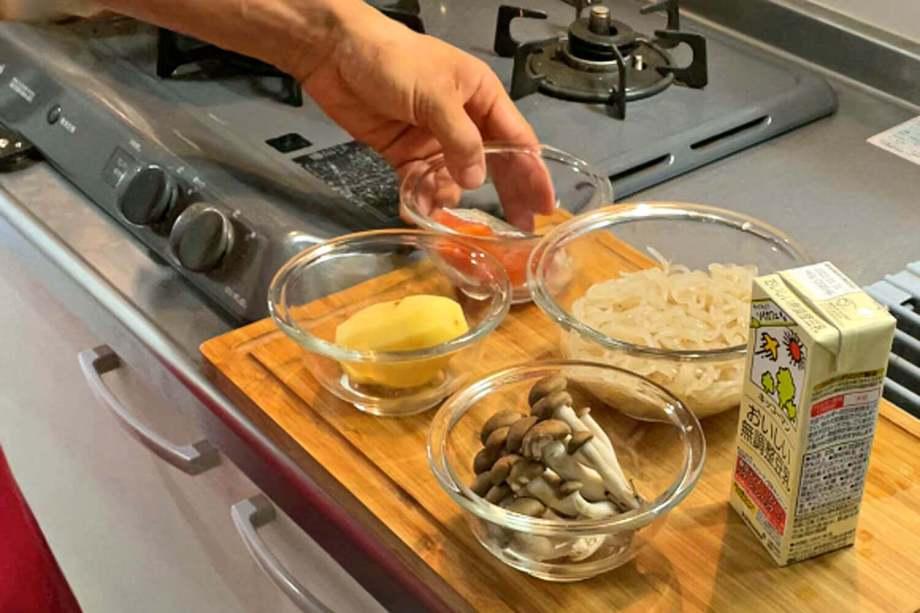 鮭とじゃがいものしらたきクリームスープスパゲティ 材料