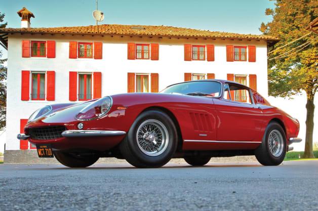 Red Ferrari 275 GTB/4